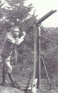 österreich-ungarischer Soldate mit einem Fla-MG