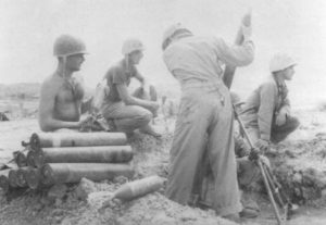 Mannschaft eines  US 81-mm M1 Grantwerfers