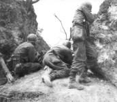 US-Infanterie schießt auf Japaner