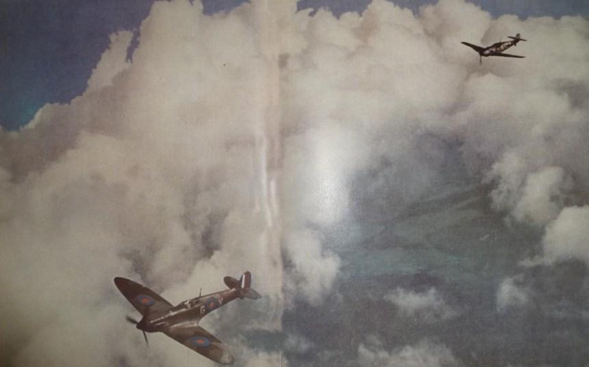Spitfire von Bf 109 verfolgt