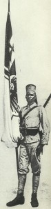 Askari mit Reichskriegsflagge