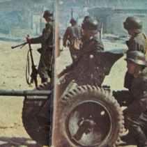 deutscher Infanterie-Zug steht in Charkow