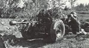 Pak 36 mit geladener Stielgranate