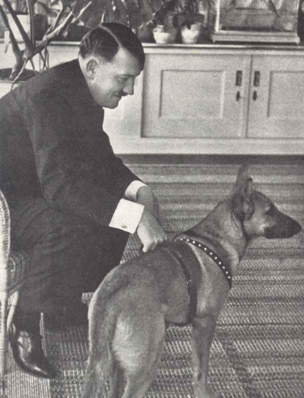 Hitler mit Hund.