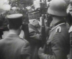 Marschall Petain grüßt die Ehrengarde