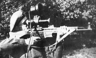 Sturmgewehr 44 mit dem Fledermaus-Infrarot-Sichtgerät