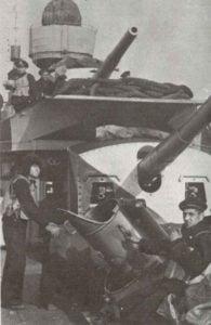 Mitglieder der Besatzung eines rumänischen Zerstörers