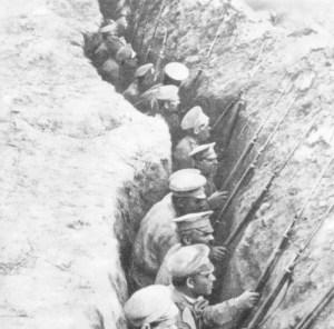 Russische Infanterie in Schützengräben