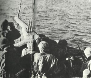 Deutsche Soldaten beim Übersetzen