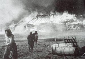 russisches Dorf brennt