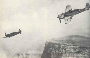 Fw 190 Jäger verfolgt eine Spitfire