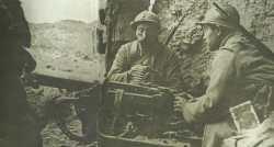 Französische Soldaten im zurückeroberten Douaumont