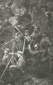 deutsches Maschinengewehr im Einsatz als Flugabwehr.