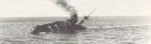 Schlachtschiff Barham sinkt.