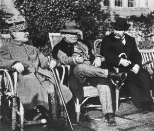 Lloyd George (Mitte( mit Marschall Foch und Aristide Briand