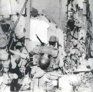 Japanische Infanterie in Hong Kong.