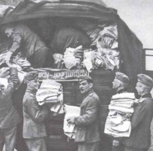 gesammelte Winterbekleidungsstücke für die Ostfront