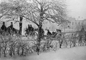 Russische Artillerie zieht in das an diesem Tag zurückeroberte Kalinin ein