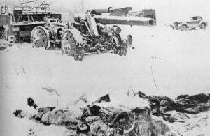 Von den zurückgegangenen deutschen Truppen zurückgelassene Tote und unbrauchbares oder nicht abtransportierbares Kriegsmaterial