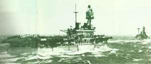 'HMS Eagle' mit Spitfire-Jägern auf dem Deck