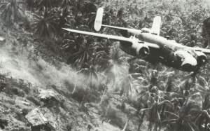 B-25-Bomber im Tiefflug