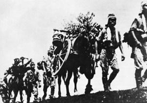 Vormarrsch japanischer Soldaten