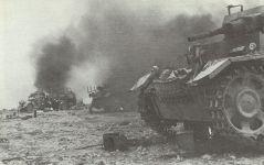 Zerstörte deutsche Fahrzeuge in Nordafrika