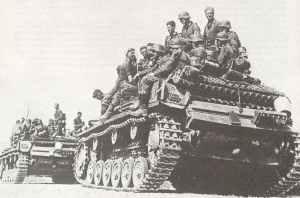 Aufgesessene deutsche Infanterie auf Panzerkampfwagen III