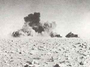 Panzerspähwagen unter Angriff von Stukas