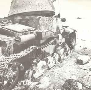 abgeschossener italienischer M14/41 Panzer