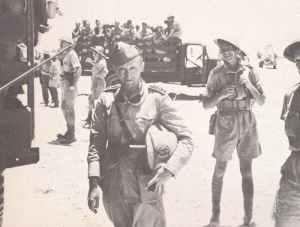 Befehlshaber des 7. Bersaglieri-Regimentes geht in Gefangenschaft