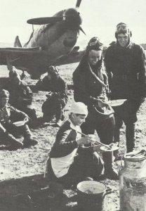 Mittagspause bei einer russischen Jagdstaffel