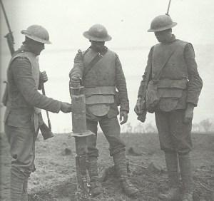 britische Soldaten mit Körperpanzer