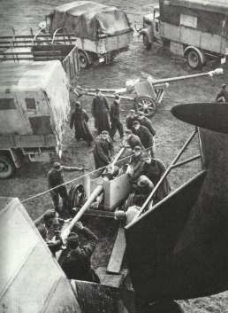 Pak 40 in ein Me 323 Gigant