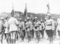 Französische Offiziere vergeben Auszeichnungen an rumänische Truppen