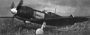 La-5 rollt zur Startbahn