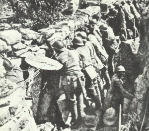 Italienische Soldaten im Schützengraben