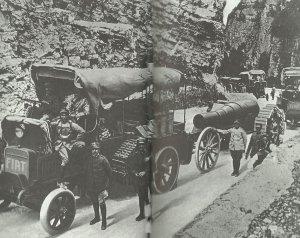 italienische mechanische Transportkolonne auf dem Rückzug