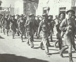 Soldaten vom 'Queens'-Regiment der britischen 8. Armee