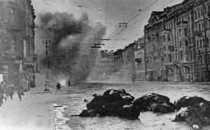 Granaten explodieren auf den Straßen Leningrads