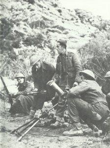britischer 76,2-mm-Granatwerfers im Gefecht