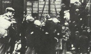 Ankunft von Güterwagen mit Juden