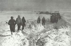 Rückzug deutscher Truppen durch die tief verschneite Steppe