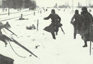 Deutsche Soldaten verfolgen Rote Truppen