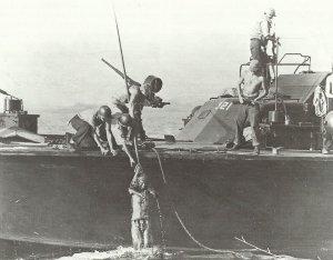 Karabiner M1 auf einem US-Schnellboot