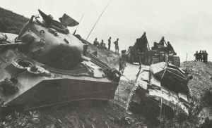 Bergung Crusader- und Sherman-Panzer