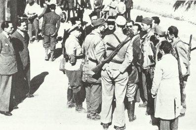 Italienische Partisanen mit Beretta-Maschinenpistolen