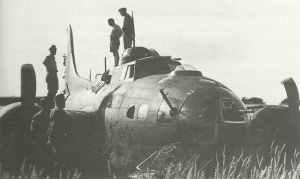 beim Angriff auf Schweinfurt abgeschossenen B-17 Fliegenden Festung.