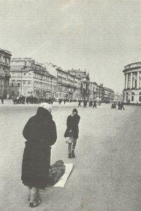 Newski-Prospekt während der Belagerung von Leningrad