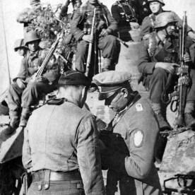 Panzerbesatzungen und Panzergrenadiere von 'GD'